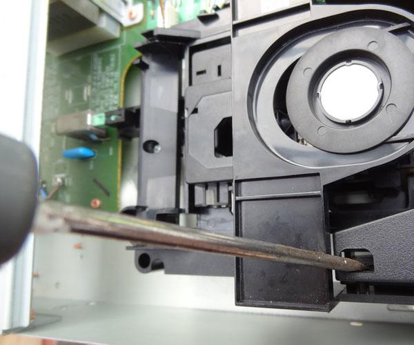 CD63SE CD tray removal